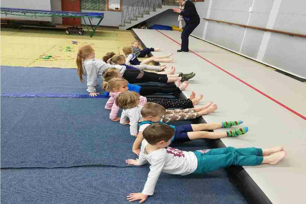 Wynland Gymnastics Kidi-gym-gymnasts-stretching-child-movement